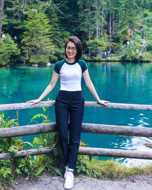 Second time in Switzerland and finally drove (or got driven actually) out to explore this alluring country. It's beauty is truly second to none! 🚗🌲🏔 Wearing my super comfy #EZYAnklePants from #UniqloSG for the road trip. #clozette