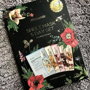 😍 this Christmas present. Inside this oh so pretty box are 5 different floral essence sheet mask ranging from Narcissus to quench dry skin, Camellia for firming and Calendula to soothe irritated skin. Perfect for my upcoming 5 day trip to Hong Kong. #mamondesg #mamonde #mamondesingapore #clozette