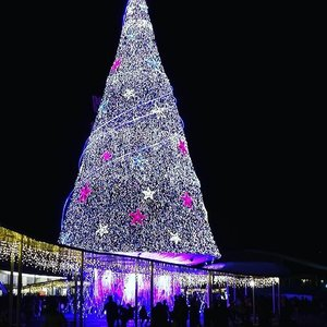 Here's how big the tree is. Can't even capture the entire tree within the frame.  If you are in Singapore, don't miss it. It's also family-friendly with kids-friendly water features. Great for couple too as there are ample sitting area for you to take in the mesmerizing view!  #Vivocity #christmas #christmastree #mybeautycravings #clozette