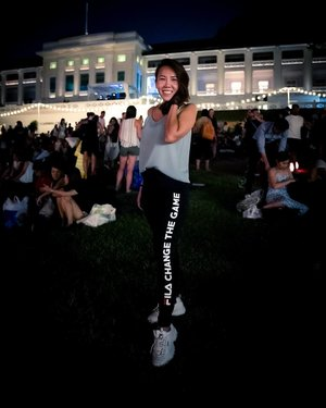 Decked in @fila_sg tights cos comfort is definitely the most important thing for any date night under the stars. I have really enjoyed myself catching Long Shot, the first movie to kick-start Films At The Fort which is happening from today to 18 Aug. For ppl who are driving, nearest carpark is carpark A but do arrive early if you wan to get a lot. Thank you @diabloasia for the mid week treat, we really love it. I hope the winners for my giveaway will enjoy this as much. Remember to book fast cos tickets are running out. Oh yes, @sonysingapore #alpha7iii performs damn damn well under low light!! This is taken with 8000 iso n it is not even noisy. 😍😍😍😍. . . 📸: @sonysingapore ##sonyalpha7iii . . #clozette #ootd #lookbook #ootdmagazine #dailyoutfit #dailylook #ootdcampaign #ootdsg #lookbookasia #stylexstyle  #ootdshare #ootdguide #ootdwatch #ootdmag #whatiwore #todayimwearing #sginfluencer #welovecleo #livecolourfully #flashesofdelight #livethelittlethings #casillerodeldiablo #filmsatthefort