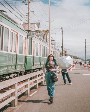 Me and the photo bomber 👍🏼 . . . 📍 Kamakura, Japan 📷 @williamiskandar . . . . . . #japan #clozette #clozeteid #wheninjapan #yunitainjapan #kamakura #lifestyle #look #lookbook #ootd #outfit #fashion #explorejapan