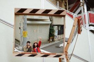 Duo otaku dalam misi mencari tangga Kimi No Na Wa  #35mm . . . . . #canonftql #analogphotography #filmphotography #kodak #kodakcolorplus200 #soupnfilm #japan #sugashrine #kiminonawa #yourname #tokyo #wheninjapan #yunitainjapan #travel #clozette #clozetteid