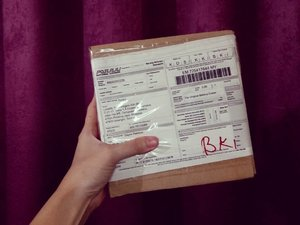 What's inside the box? I finally received my Christmas present from @Favful. Thank you so much! Gonna write a review about it later. I'm so excited! #clozette #juicywasabi #themakeupremover #makeupremover #thankyou #gratitudejournal #gratitudechallenge #blessed #thankful #sabahan #sabahanblogger #favful #review #bblogger #beautyblogger #product #review #juicywasabi #ricedolls #makeupjunkie #wakeupandmakeup #malaysianblogger #asianblogger