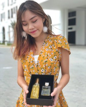 """Glam it up with @elianto_make_up_official! Glad to be exploring their products again, they're one of the first few beauty brands that I used when I first started exploring with makeup ☺️ This 🌻Make Up Glam Fragrance Set🌻 is my recent fave because of the refreshing, fruity scent. Highly recommend the Glam Lotion, it's a fragrant jelly lotion that leaves a shimmery finish on the skin - so good for wearing to events! 💃 • Y'all can now sign up for Elianto Membership Reward Program using my code """"MY13753197""""! Be entitled to 10% cash rebate with every purchase in stores or online. New members are entitled to a RM8 e-voucher as well! 😍 • • • #eliantomakeup #eliantoEcampaign #carinnbeautydiary #blogger #sponsored #sunflower #perfume #clozette"""