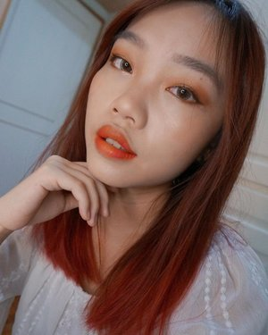 A very simple warm orange vertical gradient lip look for autumn 🍂, featuring @revlonmy's new Kiss Cloud Blotted Lip! 💋🍊It's so lightweight and easy to blend and trust me, because I used at least 5 colours to get this effect, albeit subtle 😂 You can now get this baby from all @watsonsmy, @guardianmy nationwide, or online at @shopee_my and @lazada_my! • Couldn't make it for the launch event, but thank you @crystalf00 for sending this over! 😘 • • • #carinnbeautydiary #revlonmy #kissthesky #liveboldly #kisscloudblottedlipcolor #blogger #sponsored #contest #instalikes #instadaily #clozette #rinnstagram #sony #selfie #sonynex5t