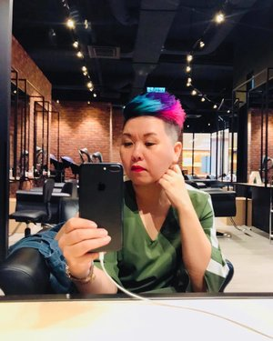 ~~New colours, thé colours of my soul 💗💙💜💚 Thé heart sees what the eyes can never ... it's been quite a trying week, colours are great for some pick-me-up. Thanks team #cmichaellondon for the new colours and awesome hair cut *_^ 😘😉😍 #changeisgood #selfabsorbed #perasanmoment #selfie #musiclover #music ...: .. I'm listening to