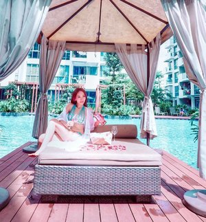 🎈Sunset Cinema Tickets Giveaway Contest Alert 🎈  How is everyone spending your holiday today?  I am just lazing around the pool with my bottle of the new limited edition summer Casillero del Diablo bottle, 🍷 enjoying the wonderful wine.  On 10 May, I am going to take it to the next level by enjoy wine and movie at the Sunset Cinema, 🌅 Singapore's coolest cinematic experience at Tanjong Beach Club!  Wanna do the same? Simply follow the steps below to stand a chance to win a pair of Sunset Cinema tickets (courtesy of @diabloasia)! Step 1: Like this post and follow Casillero del Diablo on IG (@diabloasia) and @mselaineheng Step 2: Tag a friend you'd love to bring along to have a devilish good time with at Sunset Cinema! Step 3: Enter as many times as you want by tagging different friends so spam away!  Giveaway ends at 12pm on Thursday, 2 May 2019.  I am going to choose 2 winners and each will get a pair of movie tickets, so hurry! . . . . . #diabloasia #sunsetcinema #sggiveawaycontest #giveawaycontest #sgcontest #contestsg #sggiveaway#wine #movie #fashionable #fashionaddict #fashionblog #fashiondaily #fashiondiaries #fashiongram #fashionlover #fashionpost #fashionstyle #fblogger #instastyle #lookbook #lookoftheday #mylook #ootdshare #outfitoftheday #outfitpost #mselaineheng #styleblogger #styleoftheday #clozette