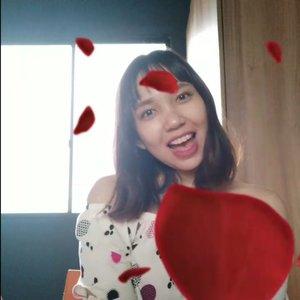Uploading this just for fun 😂💖 . . . . . #LAGuevara #wanderingLA #wanderwithLA #wheninPH #lifestyleblogger #tryingtovlog #flowers #sendingflowers #jamill #djquads #justforfun #clozette #clozetteph