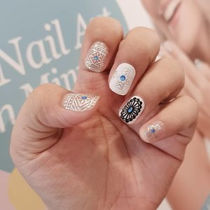 Thanks to #clozetteparty2019 yesterday because I had the chance to try this very chic #nailwraps from @kikaiph. 💙  Want more designs? Check the link on my bio. 💅