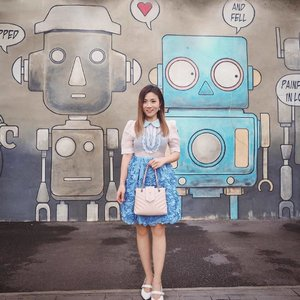 Monday is over! No blues for robot and I. 💙😅 . #sretsis #aboutalook #whowhatwear #ootdsubmit  #theeverygirl #momentsofchic  #everydaystyle #styledbyFaithy #clozette #mondayblues #lookbooksg #ootdasia #ootdinspiration #styledaily