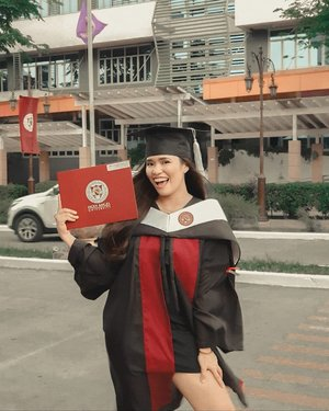Your girl blogger is now a degree holder! 👩🏻🎓 BEST OOTD EVER! 😁 ➖ Angelika Djem Vallejos Jacob Bachelor of Science in Psychology Holy Angel University ➖ Photos by: @vanpamintuan_ ➖ #DjemWears