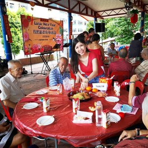 Volunteer work at #apacketofrice in Jalan Bukit Merah CNY Party  Simple party all made possible by the sponsors and volunteers from performance, food, goody bag, games and lucky draw just to put on smiles on the elderly faces.  #AsiaOneMostPromisingPersonality2019 #MrsChinatownInternationalAllNation2018 #MrsBeautifulSkin2018 #MrsChinatownSingapore2018 #celestiafaithchong  #beautydeconcierge #beautyconcierge #aesthetic #cosmeticsurgery #plasticsurgery #imageconsultant  #marketer  #msbabelovebebes #influencer #imagecoach #clozette #starclozetter #baseentertainmentambassador