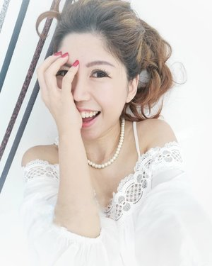 Every time you smile at someone, it is an action of love, a gift to that person, a beautiful thing. Mother Teresa  Good morning!  I have every reason to smile with threadlift to sharpen my face and PRP injections which helped to rejuvenate, taking few years off my face from professional doctor in Taiwan through Beauty de Concierge.  Pm me if you like to know more!  #celestiabeautysecrets #prp #threadlift  #AsiaOneMostPromisingPersonality2018 #MrsChinatownInternationalAllNation2018 #MrsBeautifulSkin2018 #MrsChinatownSingapore2018 #celestiafaithchong  #beautydeconcierge #beautyconcierge #aesthetic #cosmeticsurgery #plasticsurgery #imageconsultant #marketer  #msbabelovebebes #influencer #imagecoachmyvalentines #clozette #starclozetter #baseentertainmentambassador