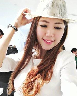 Marble Art : Wear it or Sit on it?  #AsiaOneMostPromisingPersonality2018 #MrsChinatownInternationalAllNation2018 #MrsBeautifulSkin2018 #MrsChinatownSingapore2018 #celestiafaithchong  #beautydeconcierge #beautyconcierge #aesthetic #cosmeticsurgery #plasticsurgery #imageconsultant #marketer  #clozette #starclozetter