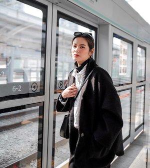 When will my next vacation be? 🤔  #koreatrip #korea🇰🇷 #koreatravel #fashionblogger  #fashionpic #clozette #korea #koreangirl #koreanfashion #winteroutfit #winter #winterfashion #winterstyle #wintervibes #winter❄️ #wintercollection #ootdwinter #ootdfash #koreacoffee #girlslovetravel #favesfashion