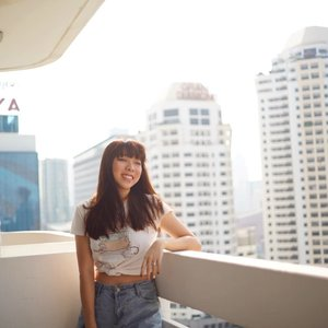 V I E W ;  Room with a view! First time in the many years we've been to BKK that we decided to stay in a proper hotel 😬😬 and it has a balcony!!! Little bit scary to look down from the 22nd floor though 🌚 @greytan1  #clozette #ootd #ootdsg #potd #picoftheday #bkk #bangkok #greyvantravels #travelogue #travelpics #wanderlust