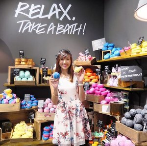 Bath bomb galore over at @LushVivocity! 🌈  More snippets of today's media preview of #LushSingapore at #Vivocity on my Instagram Stories! 📲  #clozette #Lushsg #LushVivocity  #lushbathbombs #lushbaths #lushbathmelt #lushbathart #lushbathtime