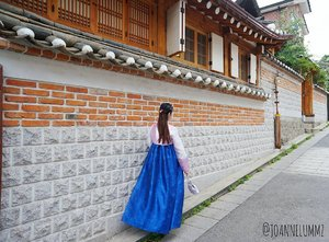🙃 Don't beg anyone to stay in your life. If they want to be a part of your life, they will stay. #qotd #notetoself 🔷 #joannelummzootd #joannelummztravels #korea #seoul #hanbok #igsg #sgig #potd #lotd #clozette #stylexstyle #latergram #throwback #getfash