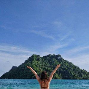 To some, it's just water. To me, it's where I regain my sanity.  Stay tune to www.jessytheklchic.com to view my Krabi adventure ❤️ #jessyxthailand #clozette