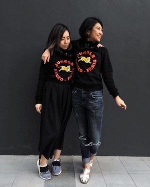 Twinning👯 in our #kenzoxhm buys  #紧紧姐妹花😂 #hm #hmsingapore #clozette