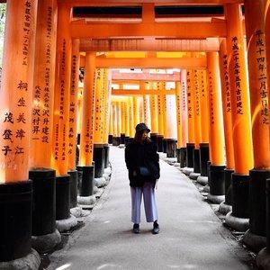 /Throwback series// Mandatory shot and yes still throwing back🙃 . . . . #vscocam #passionpassport #explorejapan #kyoto #travelgram #clozette