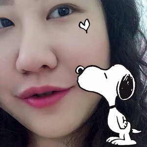 Snoopy kisses for Saturday! . . . . . .  #details #bagaddictsanon  #styleguide #peanutsgang #styleinfluencer #acolorstory #aboutalook #motd #fashionbloggers #fashiondiaries  #fashiongram #fashionpost #snoopymania #fashioninspo #ootdmagazine #snoopydog #fashionlover  #fotd #abmhappylife  #colorcolorventures  #snoopylove #dscolor #flashesofdelight #thatsdarling  #effortlessstyle  #ootdfash #pursuepretty #bloglovinfashion