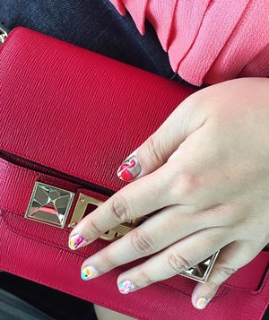 Nails on point! The flamingo love continues.........  #polishaddict #nailpolish #nailstagram #detailsoftheday #gelmani #manicure #myunicornlife #luxurylifestyle #instaluxury #styleblogger #stylediaries #livecolourfully #colorcolorventures #styleblog #abmhappylife #pursuepretty #thatsdarling #aboutalook #myunicornlife  #notd #flashesofdelight #prettythings #luxuryblogger #nailart  #nails #mani #artsyfartsy #abmlifeiscolorful #livecolorfully #dscolor