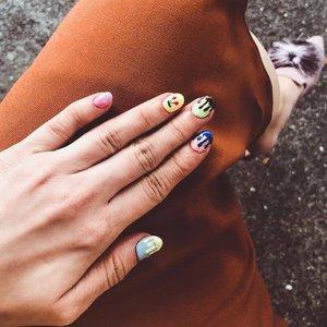 Fresh nails: Ice-cream drips 💙💚💛💜💖💅🏻 —- 👠: @dmkshoes —- #clozette