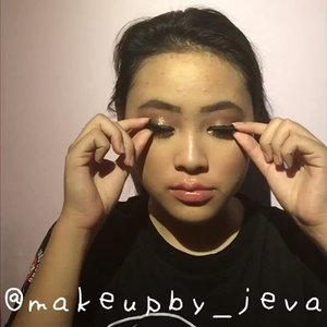 🦍Follow (me) @makeupby_jeva for more makeup💄 videos and photos •  How I take off my makeup🧖🏻♀️ ~~~~~~~~~~~~~~~~~~~~~ Makeup remover @garnierindonesia  Face wash @cetaphil_id  Moisturizer @nivea_id ~~~~~~~~~~~~~~~~~~~~~ for more details on the product that I use on this look, comment down below  #hudabeauty #nyx #maybellinefitmefoundation #lagirlcosmetics #makeup #lagirlproconcealer #jevamakeup #sephoraid #mnyitlook #absolutenewyorkid #nyxcosmeticsid #rudecosmetics #prsearch #clozette #makeuptutorial #makeup @tampilcantik