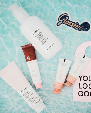 Note : Be good to your skin, you'll wear it everyday for the rest of your life ✨ @glossier . . . . . . . . . . . . . . .  #SkinFirst #GlossierPlay #365Travels #365GoesToCalifornia #365GoesToLosAngeles #LosAngeles #California #SoCal #SoCalBloggers #Clozette #LosAngelesBlogger #Clozette #LABucketList #VisitCalifornia #Melrose #WestHollywood #Melrose #WeHo