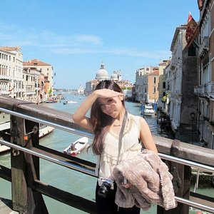 Dolce by Dolce and Gabbana reminds me of my Europe trip and how I miss the quaints streets of Europe! Find out more on http://feature.glamasia.com/dolce/ #thesweetlife #dgdolce #clozette