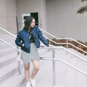 Bomber jacket in two words would be: cool and rough. #clozette #clozettedaily #clozetteid #ootd #arcticninetys  SHOT TAKEN BY @warrenvansantos