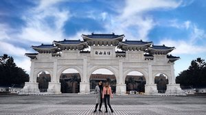 """👭 """"Make your life a Masterpiece; imagine no limitations on what you can be, have or do💖!"""" - Brian Tracy . . . . . . . . . . . . . . . . . . . . #ootdmalaysia #ootdmalaysian #clozette #taiwantravel #visittaiwan #visittaipei #chiangkaishek #chiangkaishekmemorialhall #chiangkaishekmemorial #chiangkaishekmemorialpark #chiangkaishektaipei #chiangkaishekmemorialhallstation #taiwanview #taiwangram #huntgramtaiwan #taiwanphoto #discovertaiwan #discovertaipei #taipeitravel #taipeigram #taipeitrip"""