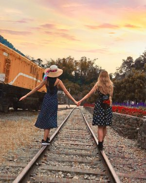 👭 When traveling life's journey it's good to have a sister's hand to hold on to👭 . . . . . . . . . . . . . . . . . . . . . . . . . . . . . . . . . . . . . . . #discovertaichung #discovertaichung美しさ #travelintaiwan #taiwanvisit #taiwantravel #taichungtravels #taichungtrip #ootdtaiwan #ootdtaiwan🙂 #taiwanootd #clozette #ootdmalaysian #ootdmalaysia #ootdmagazinemy #taichungtaiwan