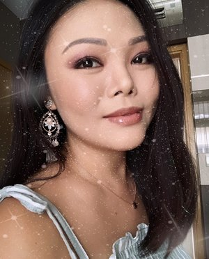 "On my way to a viewing (#roxannechiarealty), so thought I'd post sth quick.  Reminiscing the 90's Tumblr times with this fun filter. Selfie taken on the day I went for a  super awesome @thalgo.beauty marine facial at @donnabeautysg. Looking presentable is always important to me, especially in my line of real estate work where I'm meeting clients and partners all the time. Whether we like it or not, we *ARE* judged based on first impressions. Heck, even we subconsciously do it without realising, more often than we think we do. ""But I believe in being natural! Makeup hides the real me! I'm proud of who I am, acne, blemishes and all!"" I hear ya, and I used to be the same. But I also learnt that if creating that intended first impression will work in your favour, it makes no sense to fight it. Accept that this is the way the human psyche works and go with the flow. It makes your life much easier and seamless! And really, it's all about personal branding.  Home wifi is still not up, but I really love our new apartment and neighbourhood. Great food, peace and quiet, lots more nature and privacy. 💖👍🏻"