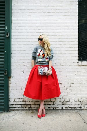 Saw this on Atlantic Pacific (blog) and cannot take my eyes off that GORGEOUS Tibi skirt! It's sadly out of stock now.Your personal stylist,Roxanne