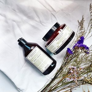 It's a Saturday; so I'm kicking back with #loccitane Aromachologie's Rebalancing Line which comes with an exfoliating Rebalancing Shower Gel made with purifying essential oils($33 for 250ml) and a Rebalancing Massage Cream ($69 for 200ml). Both aim to bring well-being and harmony to body and mind - which is what I can really use 🙏🏻. #clozette #getklarity #sponsored #loccitanesg