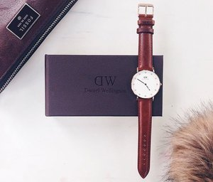 something extra special arrived in the mail today 👌🏼❤️ ahh truly love at first sight with this super elegant and timeless @danielwellington watch 😍 #DanielWellington has a huge collection of watches and I'm sure that you'll be able to find one that is perfect for you. So if you want one for yourself, you can get 15% OFF by using my discount code RAYACORDOVA ☺️⌚️ - #DanielWellingtonWatch #RAYAxDW #DiscountPH #Clozette