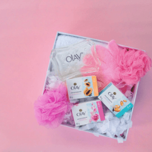 OMG I honestly wish you guys could smell this package through your screens because it honestly smells incredible 💖 Super loving the #OneWashWonder Skin Whitening Bars by @OlayPhilippines my current fave is the Rose & Milk one as it feels so creamy and makes my skin look and smell amazing! 🛀🏽💁🏻 Here's to fair and radiant skin with just one wash 💕 #OlayPH
