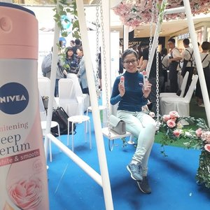 Attending the NIVEA WHITENING DEEP SERUM DEODORANTS launch last week. Aside to the launch of the product, NIVEA also unveiled an EXCLUSIVE fashion collection consisting of bespoke Melinda Looi designs created just for NIVEA & inspired by the Hokkaido Rose at the event. Thanks @mynivea for the invites & @define.food the refreshment! 😊🤓🙆🍯 #WackyWednesday #NiveaMY #Nivea #BeautyRegime #SkinCare #Complimentary #Blessed #Randompics #Blogger #MalaysianBlogger #LifestyleBlogger #Influencer #Clozette #StarClozetter #instaphoto #instapic #igers