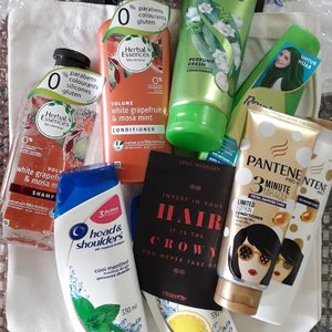 Bad hair days no more cause I have a tote bag filled of beauty treats from Pantene, Head & Shoulders, Herbal Essences & Rejoice for my haircare. Thanks to @clozetteco for this gift! For hair inspo & recommendations on haircare, you may read more at https://www.clozette.co/beauty/hair or have a go at hair personality quiz at https://www.clozette.co/find-your-hair-soul-sister. 😊🛍💁‍♀️ #Clozette #MyHairSoulSister #Haircare #Hairproducts #Shampoo #ProcterandGamble #Freebies #Goodies #Blogger #MalaysianBlogger #LifestyleBlogger #Influencer #StarClozetter #instaphoto #instapic #igers