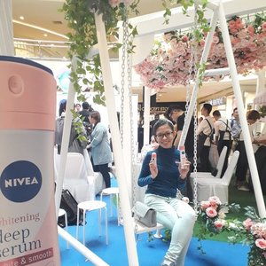 Attending the NIVEA WHITENING DEEP SERUM DEODORANTS launch last week. Aside to the launch of the product, NIVEA also unveiled an EXCLUSIVE fashion collection consisting of bespoke Melinda Looi designs created just for NIVEA & inspired by the Hokkaido Rose at the event. Thanks @mynivea for the invites + goodies & @define.food the refreshment! 😊🤓🙆🍯 #WackyWednesday #NiveaMY #Nivea #BeautyRegime #SkinCare #Complimentary #Blessed #Randompics #Blogger #MalaysianBlogger #LifestyleBlogger #Influencer #Clozette #StarClozetter #instaphoto #instapic #igers
