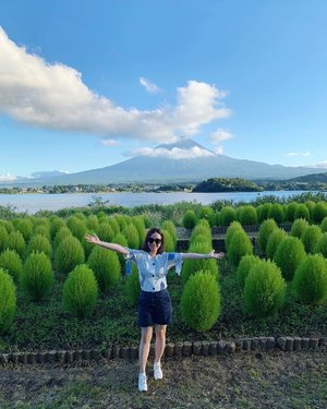 All mine 🗻✨ . . . #clozette #mtfuji #fujisan #mountfuji #worldheritage #cooljapan #cooljp #nature #tokyo #japan #mountains #lake #kawaguchiko #lakekawaguchi #blueskies #garden #beautifulday #smile #mystyle #personalstyle #happymom #happyfriday