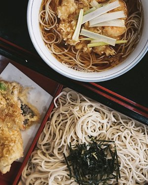 Can never get tired of any noodles🍜.. missing this light yet chewy soba in Tokyo that was delish warm or chilled ✨ . . . #clozette #soba #更科丸屋 #buckwheat #noodles #noodle #japan #japanesefood #cooljapan #cool #tempura #tokyo #foodies #igfood #delish #tasty #travels #wanderer #lovefood #throwback #letseat #dinnertime #lunchtime #happy #saturday