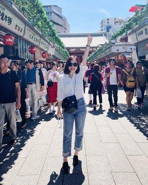 ⛩✌️ . . . #clozette #asakusa #sensoji #cooljapan #cooljp #holiday #tokyo #blue #blueskies #smile #wanderer #wanderlust #peace #denim #mystyle #personalstyle #ootd #wiwt #happymom #timeout #metime #summer #cheers