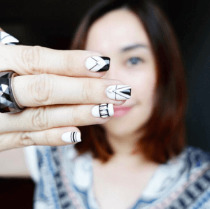 #throwback ... got mesmerized watching my nail artist work her skinniest brushes this morning. Now only if my nails don't grow out so fast :) • . . // #clozette #nailart #manicure #pedicure #manipedi #monochrome #nails #nailpolish #gelnails #monochromenails #blackandwhite #lines #art #mom #sgmom #beautyjunkie #smile #happy #Saturday