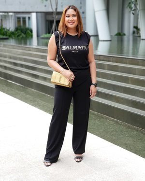 A t-shirt, office pants and some heels. Why not? ❤ . . . #fashion #armcandy #pursebop #lotd #ootd #purseboppicks #luxe #instasg #sgfashion #whatiwore #outfit #armcandy #bagaholic #purseaddict #clozette #style #instastyle #plussizefasion#plussize
