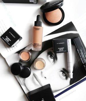 Classics I love from @maccosmetics ⭐ . . . #MAC #maccosmetics #clozette #makeup #flatlay #makeupsg #sgmakeup #instamakeup #makeupporn #makeupjunkie #beauty #sgbeauty #igsgmakeup #instabeauty #beautytalk #makeuptalk #makeupflatlay#paintpot