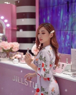 You can never go wrong with a little pink and glitter ✨ . From now till 24th April, head down to @jillstuartbeauty.sg Sephora Ion's Launch Pad to fulfill your ultimate princess dream. Check out new products like the Lip Blossom Shiny Satin Series and the Blend Brush Blossom Series! . Not to mention with above $50 purchase of products, you get to receive free gifts and free engraving with any purchase of a lip blossom! . . . . . #jillstuart #jillstuartsg #jillstuartbeauty  #jillstuartbeautysg  #sephora #sephorasg