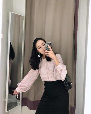 아줌마 블라우스 같았는데 ... 입어보니 괜찮네  Need more blush pink in wardrobe